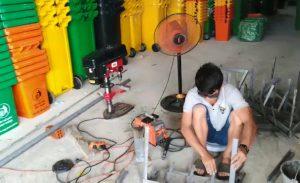 kỹ thuật gia cố miệng thùng rác 240 lít