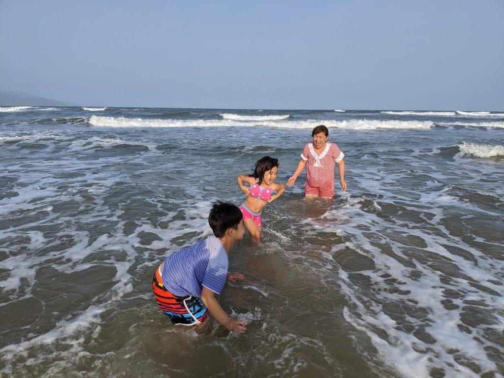 Người dân đà nẵng được tắm biển trở lại